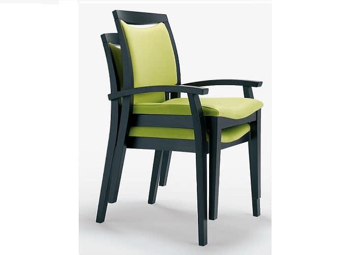 Stabelbare senioren zorgstoel, ergonomische rugleuning met greep voor aanschuiven, armleuning met overgrip, instelbare zit en zithoogte aanpassing.