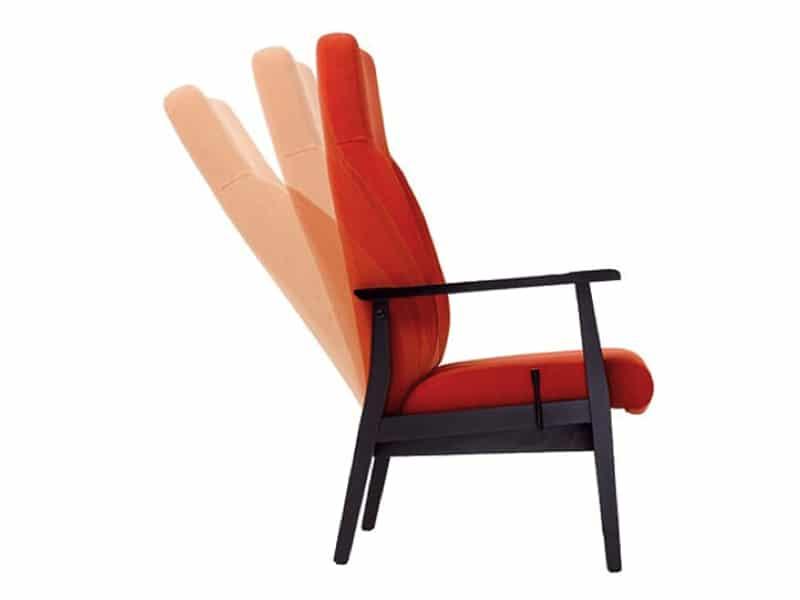 De rugleuning heeft een dut stand die bedienbaar is op 2 manieren: een licht bedienbare hendel aan 2 kanten of een automatische manuele.